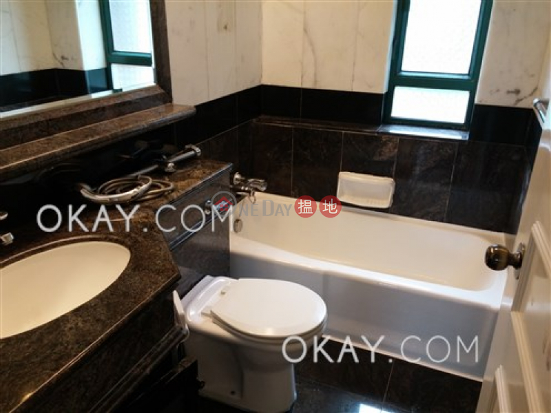 HK$ 41,000/ month Hillsborough Court, Central District Charming 2 bedroom in Mid-levels Central | Rental