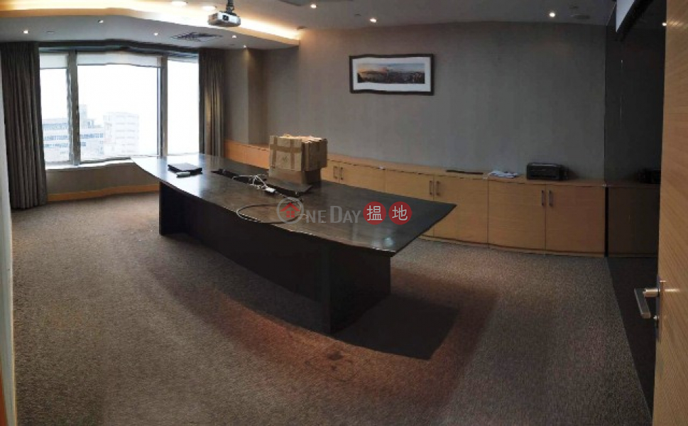 Seaview Mid Floor office at corner in Shun Tak Centre (West Tower) with 2 sides open, new deco for letting, 168-200 Connaught Road Central | Western District Hong Kong Rental | HK$ 173,332/ month