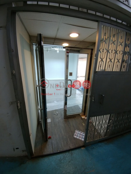 HK$ 15,800/ month Gold King Industrial Building | Kwai Tsing District, Brand New Decoration Toilet inside