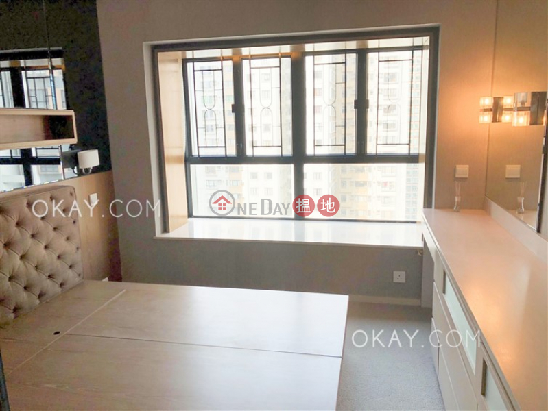 Tasteful 2 bedroom with parking | For Sale | Scenecliff 承德山莊 Sales Listings