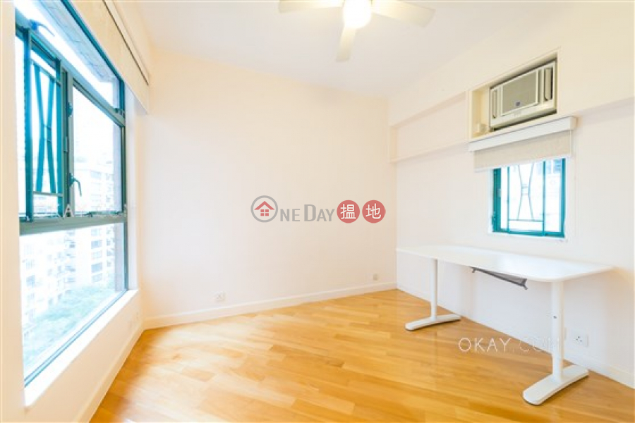 Popular 3 bedroom in Mid-levels West | Rental | Peaksville 蔚巒閣 Rental Listings