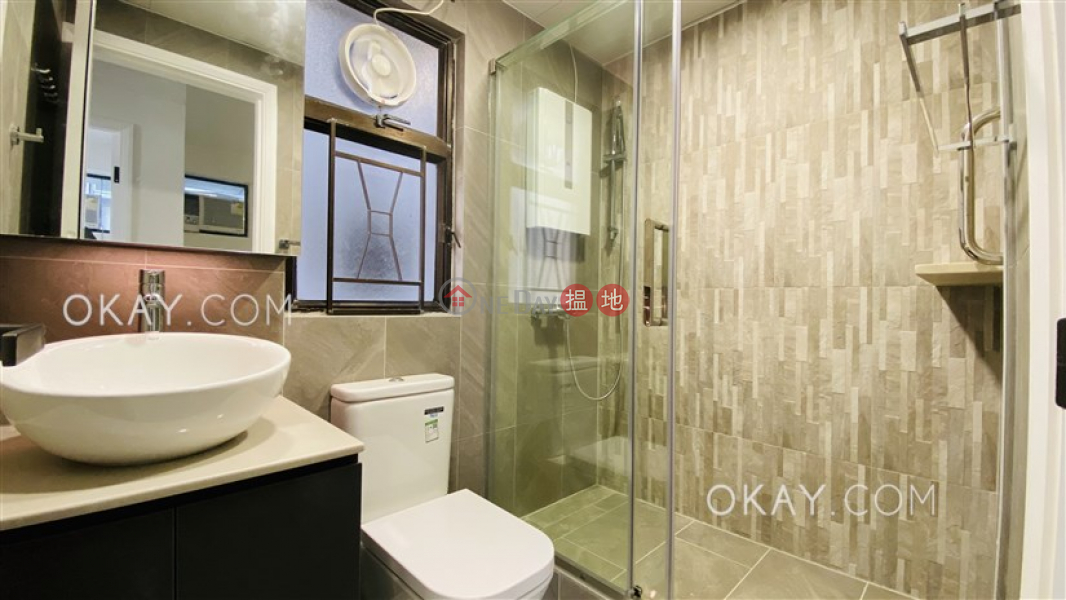 HK$ 28,000/ month, Kwong Fung Terrace Western District, Charming 2 bedroom on high floor | Rental