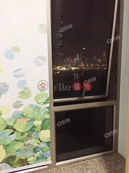 HK$ 40,000/ month Tower 8 One Silversea Yau Tsim Mong, Tower 8 One Silversea | 3 bedroom Low Floor Flat for Rent