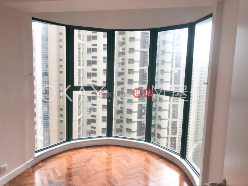 HK$ 1,800萬|曉峰閣中區2房1廁,星級會所曉峰閣出售單位