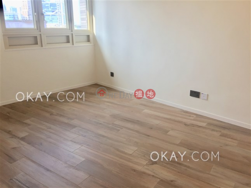 HK$ 49,000/ month | St. Joan Court Central District, Lovely 1 bedroom with parking | Rental
