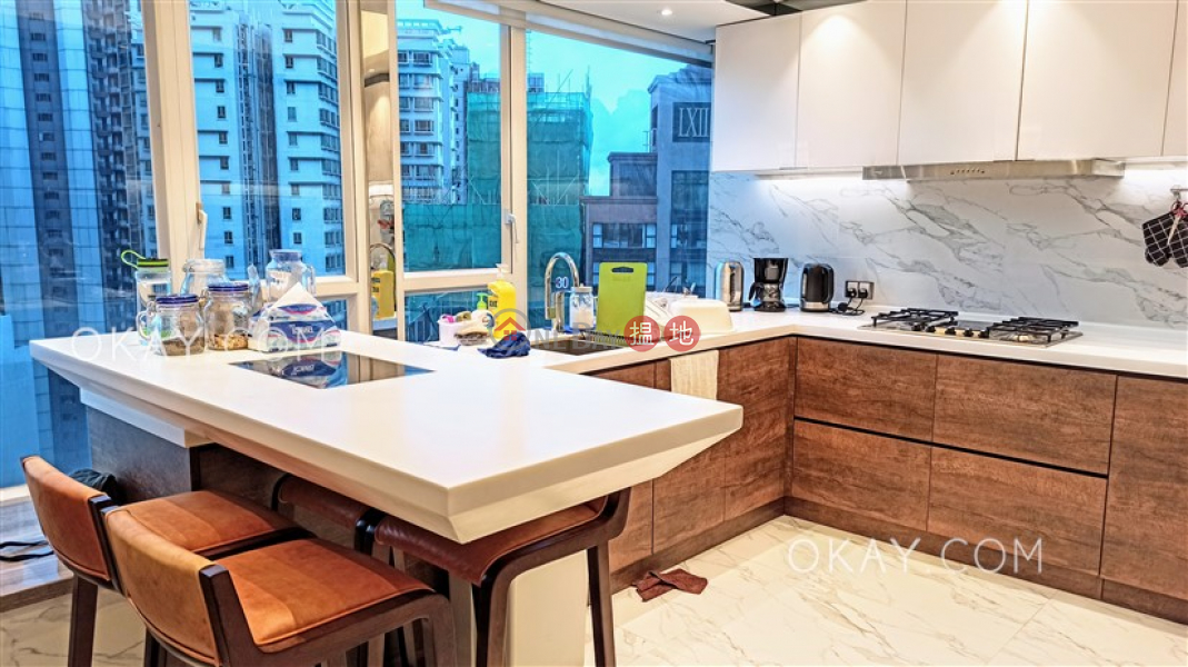 HK$ 140,000/ month, The Icon, Western District Exquisite penthouse with harbour views, rooftop | Rental