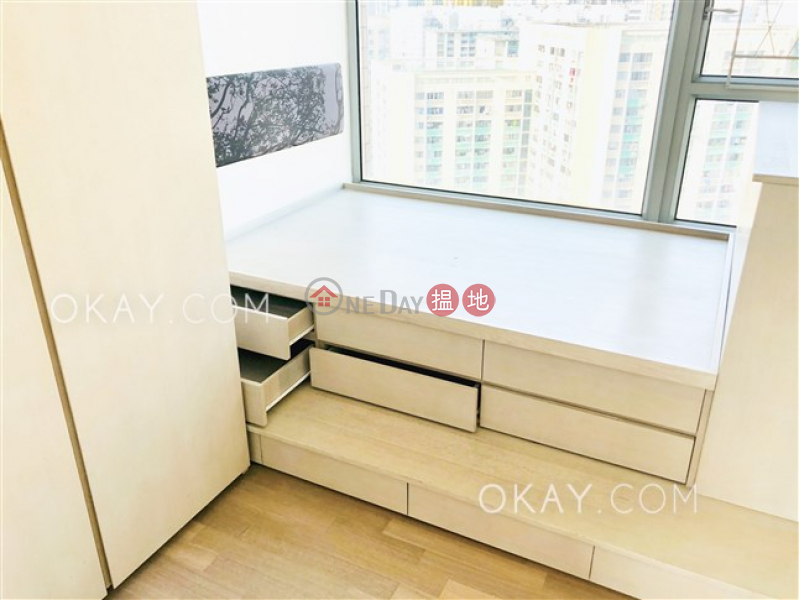 Nicely kept 3 bedroom with balcony | For Sale | Parc Palais Tower 7 君頤峰7座 Sales Listings