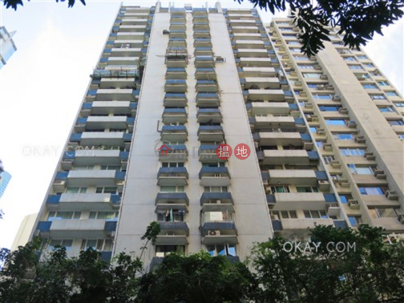 Gorgeous 3 bedroom with terrace & parking | Rental | Grand Court 嘉蘭閣 Rental Listings