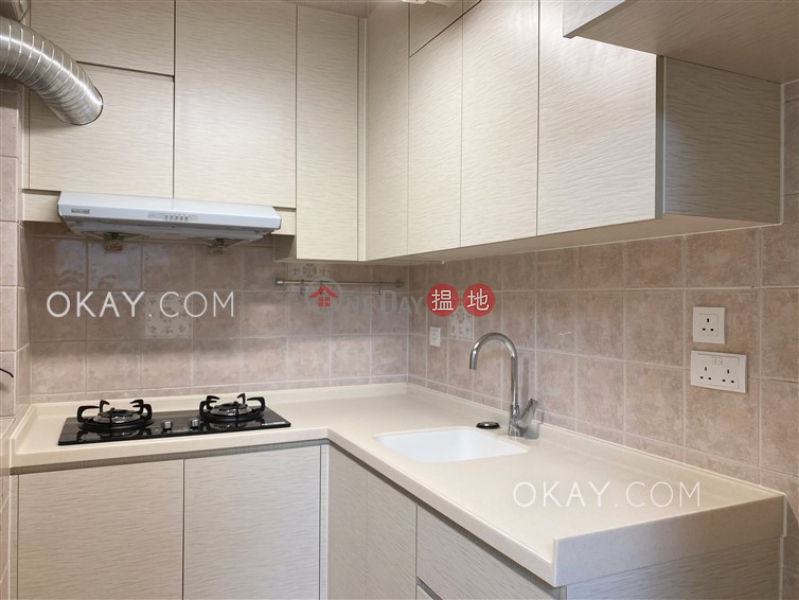 Cozy 2 bedroom in Causeway Bay | Rental, Victoria Centre Block 3 維多利中心 3座 Rental Listings | Wan Chai District (OKAY-R376611)
