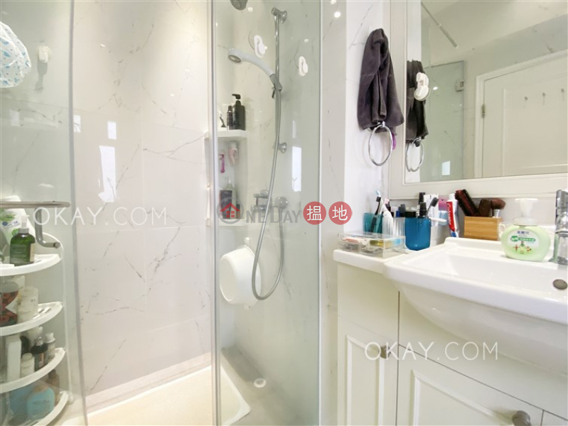 HK$ 43,000/ month, Miramar Villa | Wan Chai District | Stylish 3 bedroom with parking | Rental