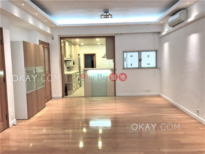 Charming 3 bedroom with balcony & parking | Rental | Waiga Mansion 維基樓 Rental Listings