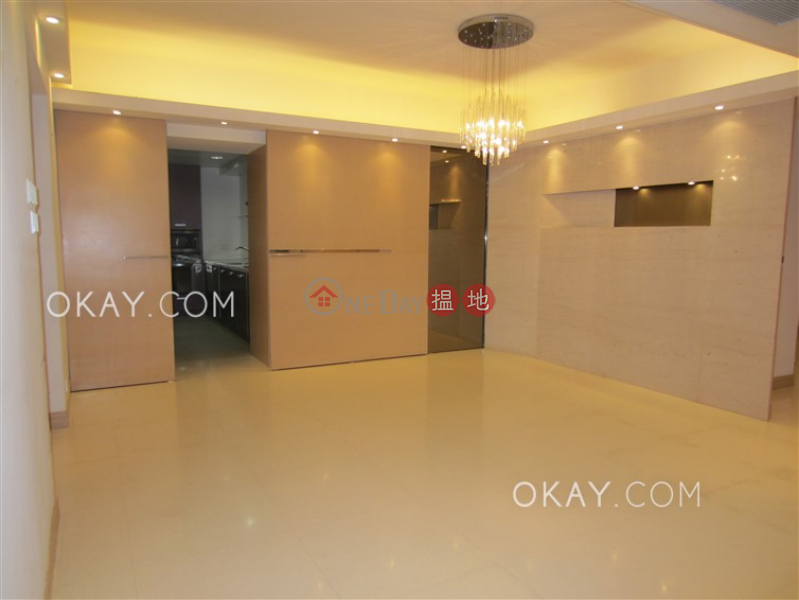 Beautiful 2 bedroom with balcony & parking | Rental | Hong Villa 峰景 Rental Listings