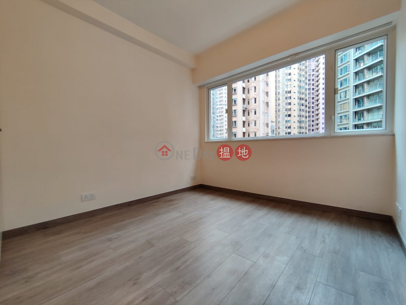 **Highly Recommended**Newly Renovated, Bright w/lot of windows, Close to Escalator/Supermarkets,a few mins walk to Central/SOHO | 30-32 Robinson Road | Western District | Hong Kong, Rental HK$ 23,800/ month