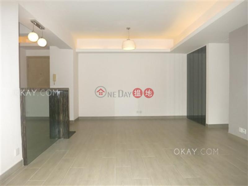 HK$ 36,000/ 月-山村大廈灣仔區 2房2廁,連車位,露台《山村大廈出租單位》