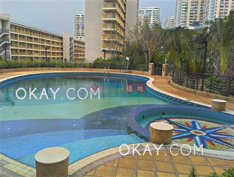 2房1廁,星級會所,露台《富臨軒出售單位》-8華富道 | 西區|香港出售|HK$ 850萬