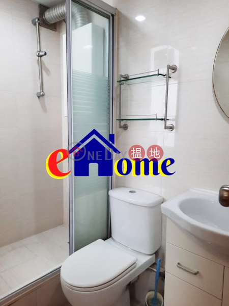HK$ 18,000/ month | Karlock Building Yau Tsim Mong, **High Efficiency**Building with Lift**Next to iSQUARE Shopping Centre, close to MTR & Bus Stop (Excellent Location)**
