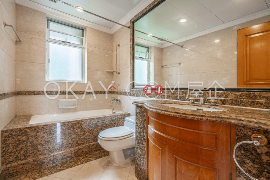 HK$ 63,000/ 月-蔚皇居-中區-3房2廁,極高層,星級會所,連車位蔚皇居出租單位