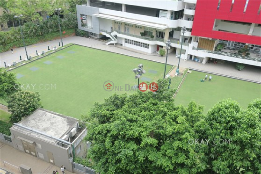 HK$ 18M | Sports Mansion, Wan Chai District Unique 2 bed on high floor with racecourse views | For Sale