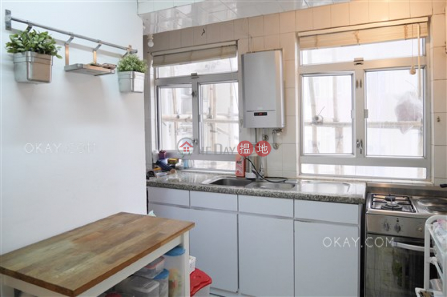 HK$ 28.5M, Realty Gardens Western District, Efficient 3 bedroom with balcony & parking | For Sale