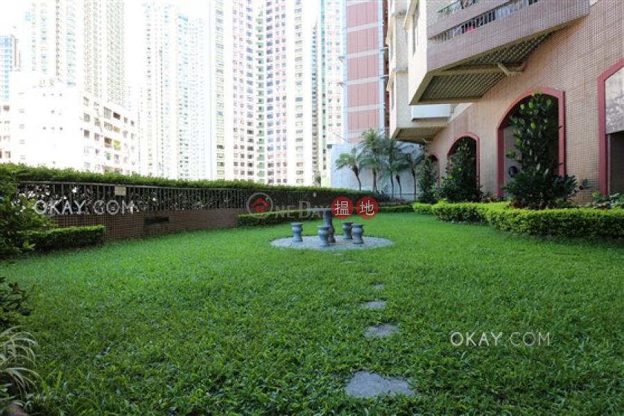 2房1廁,實用率高,露台《富景花園出售單位》 富景花園(Scenic Heights)出售樓盤 (OKAY-S18756)