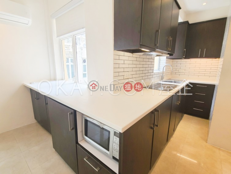 HK$ 25,000/ month, 152-154 Hollywood Road   Western District Practical 2 bedroom on high floor with rooftop   Rental