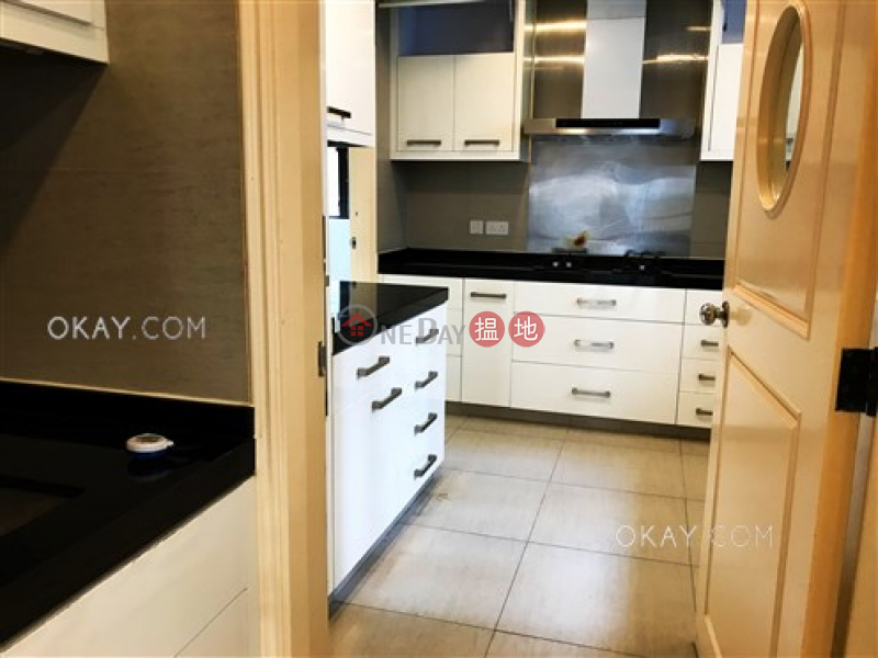 Efficient 4 bedroom with balcony & parking | Rental | Cliffview Mansions 康苑 Rental Listings