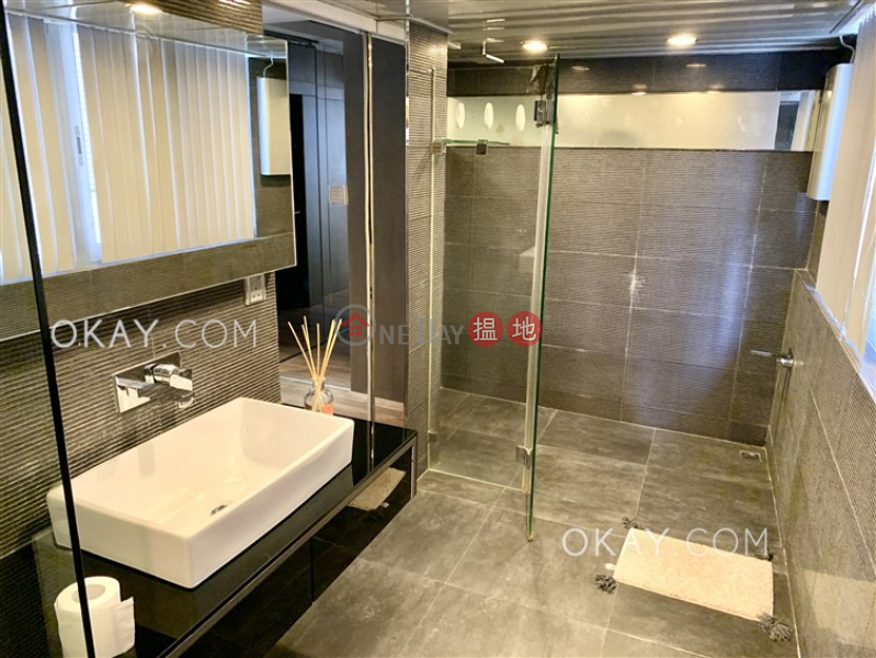 HK$ 9.5M King Ho Building, Central District   Cozy 2 bedroom with balcony   For Sale