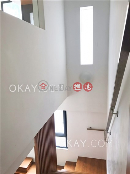 HK$ 31M | Formwell Garden | Wan Chai District, Stylish 3 bedroom on high floor with parking | For Sale