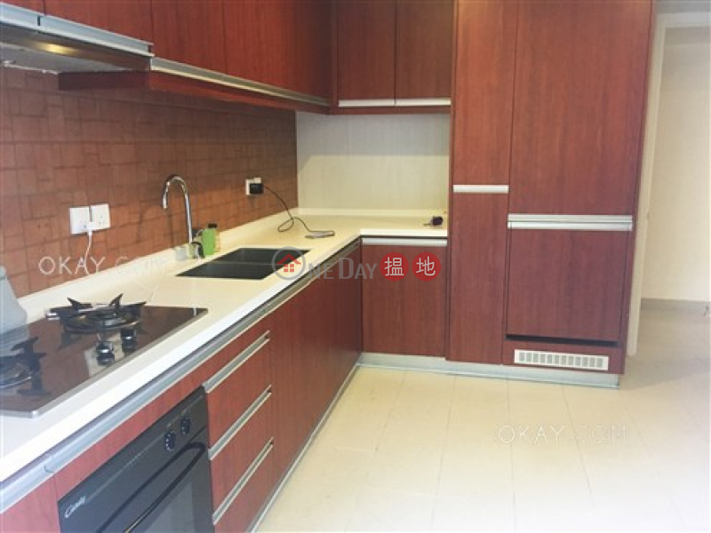 HK$ 16.5M, Block 45-48 Baguio Villa | Western District Efficient 2 bedroom with terrace & parking | For Sale