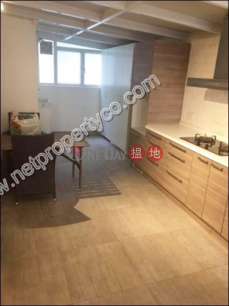 HK$ 31,500/ month Good Time\'s Building Western District Apartment with Terrace for Rent in Sai Ying Pun