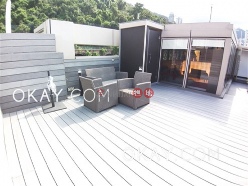 Property Search Hong Kong | OneDay | Residential | Rental Listings | Stylish 3 bedroom on high floor with rooftop & balcony | Rental