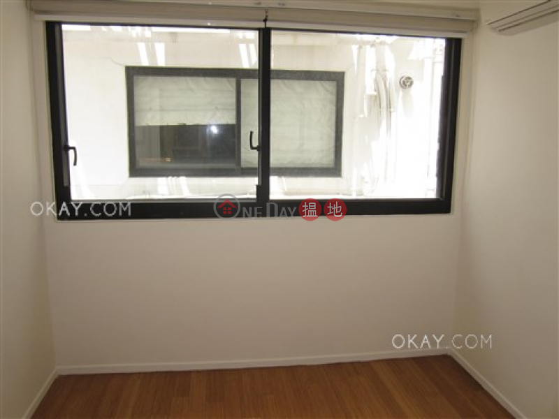 HK$ 23.8M, Aqua 33, Western District | Gorgeous 3 bedroom with balcony & parking | For Sale