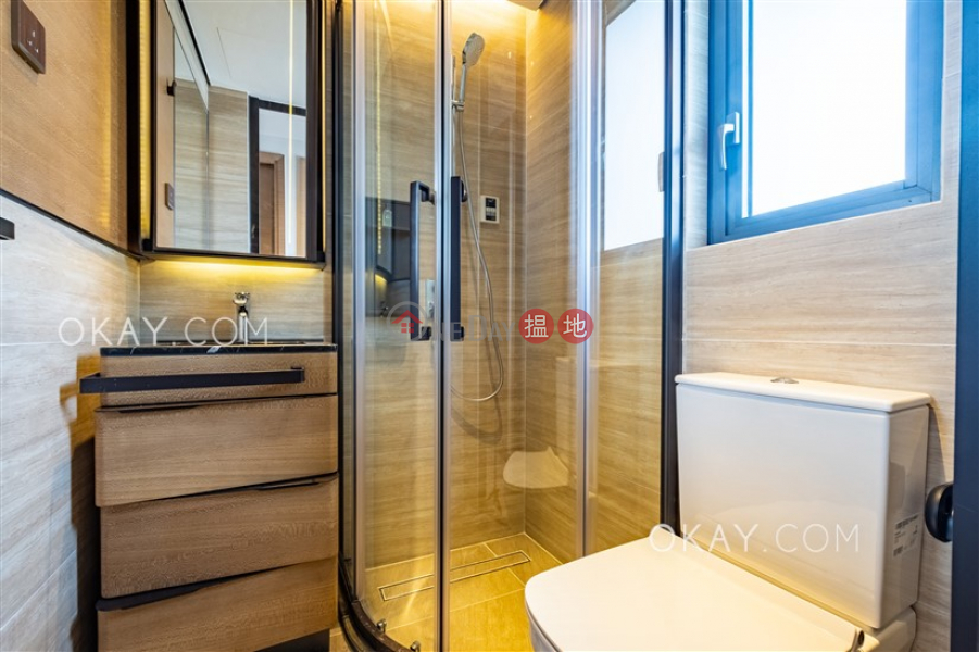 Nicely kept 2 bedroom on high floor   Rental   Yat Tung (I) Estate - Ching Yat House 逸東(一)邨 清逸樓 Rental Listings