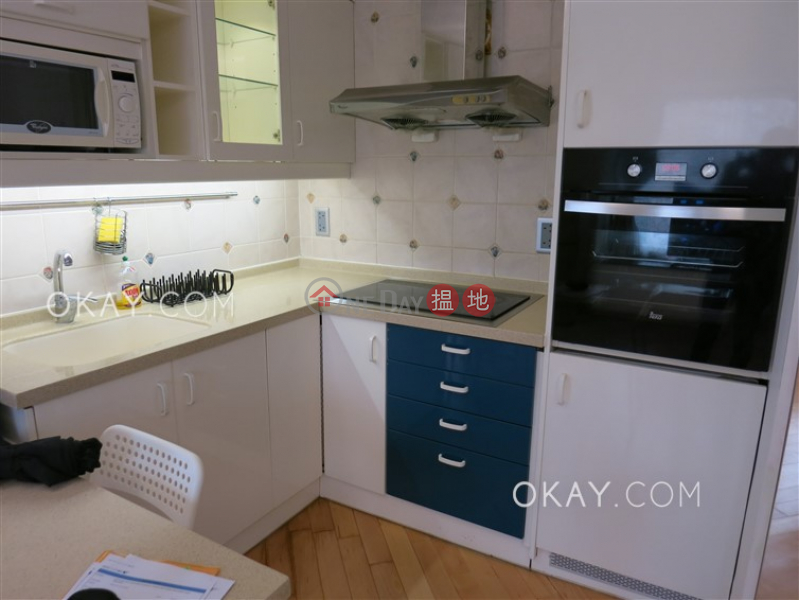 HK$ 32,000/ month, Tycoon Court, Western District Rare penthouse with harbour views & rooftop | Rental