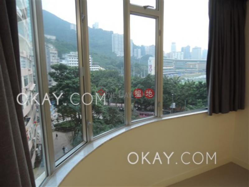 香港搵樓 租樓 二手盤 買樓  搵地   住宅出租樓盤 3房3廁,實用率高,露台,馬場景《藍塘大廈出租單位》