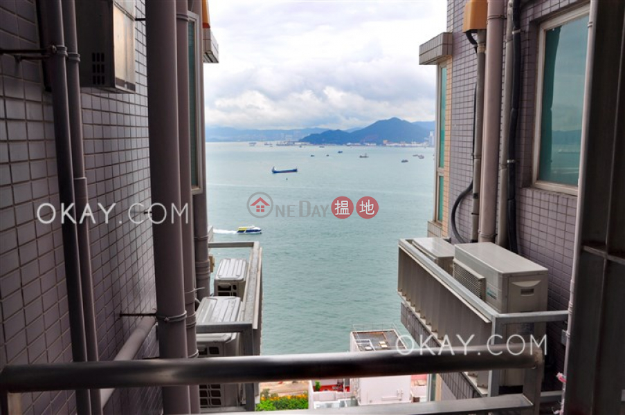 HK$ 10.5M, Ivy On Belcher\'s, Western District | Charming 2 bed on high floor with sea views & balcony | For Sale