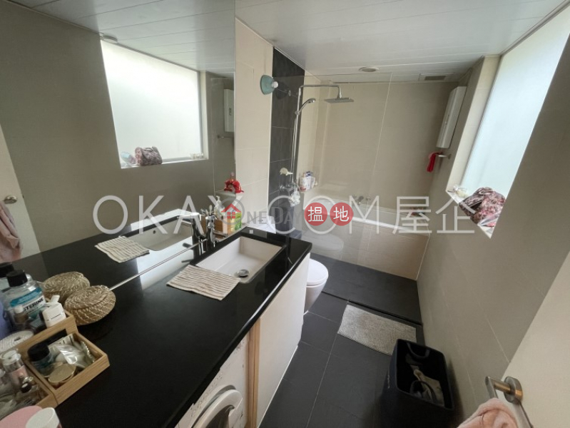 HK$ 18M, 76 Morrison Hill Road, Wan Chai District Nicely kept penthouse with rooftop & balcony   For Sale