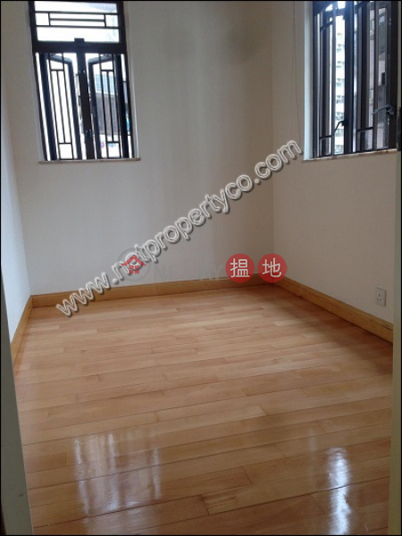 Mountain-view unit for lease in Sai Ying Pun | Wai On House 偉安樓 Rental Listings