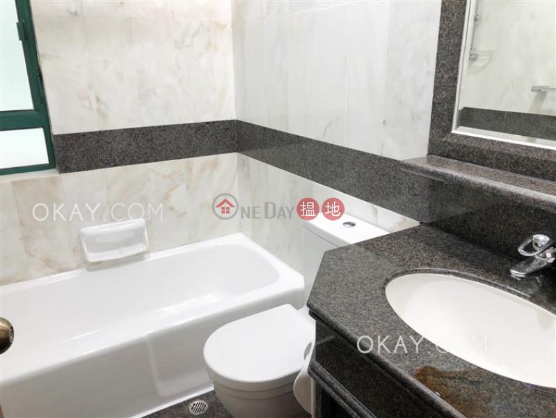 3房2廁,實用率高,極高層,星級會所《曉峰閣出租單位》|曉峰閣(Hillsborough Court)出租樓盤 (OKAY-R55792)