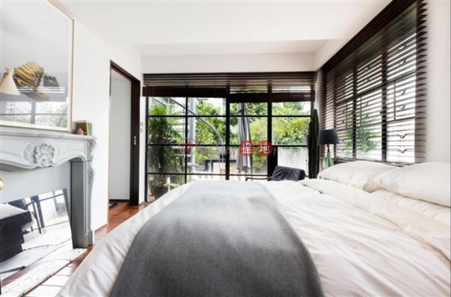 HK$ 23M 1 U Lam Terrace, Central District, Gorgeous 2 bedroom on high floor with rooftop & terrace | For Sale