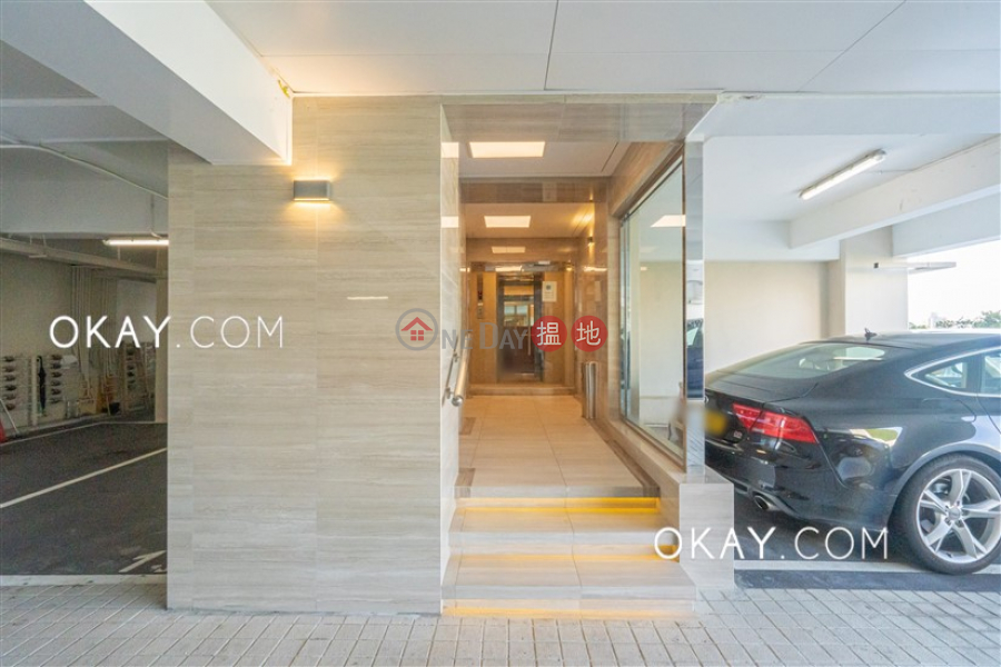 HK$ 35M POKFULAM COURT, 94Pok Fu Lam Road, Western District, Efficient 3 bedroom with balcony & parking   For Sale