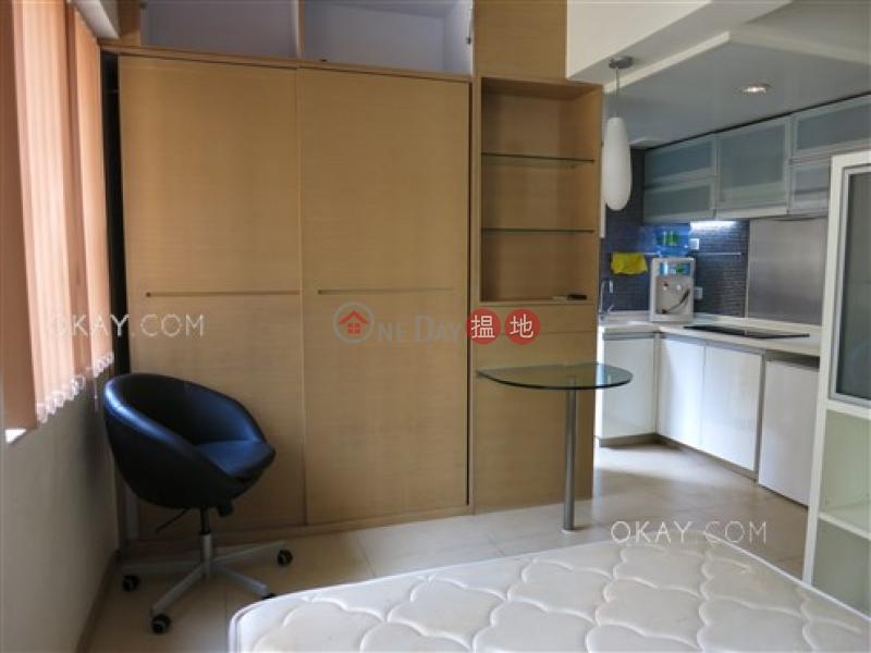 HK$ 9M | Fung Shing Building | Western District, Charming studio with terrace | For Sale