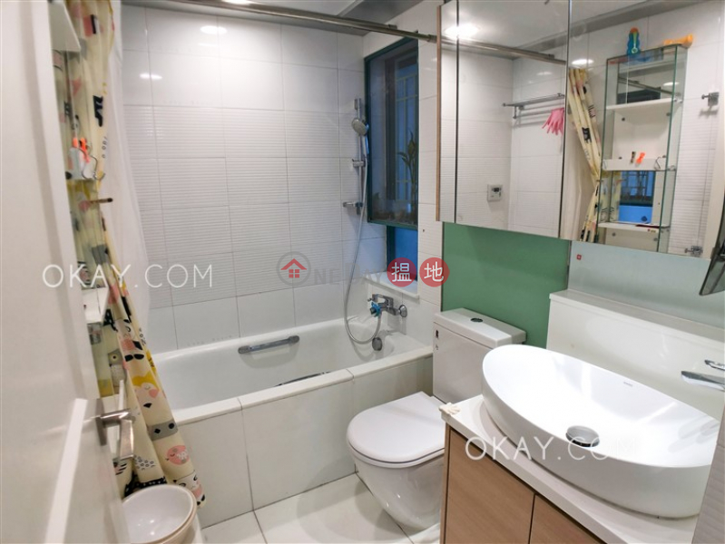 HK$ 26,000/ month | Tower 6 The Long Beach Yau Tsim Mong | Practical 2 bedroom on high floor with sea views | Rental