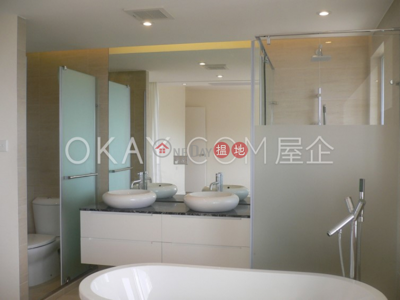 HK$ 16.5M   Discovery Bay, Phase 2 Midvale Village, Clear View (Block H5) Lantau Island, Gorgeous 3 bedroom in Discovery Bay   For Sale