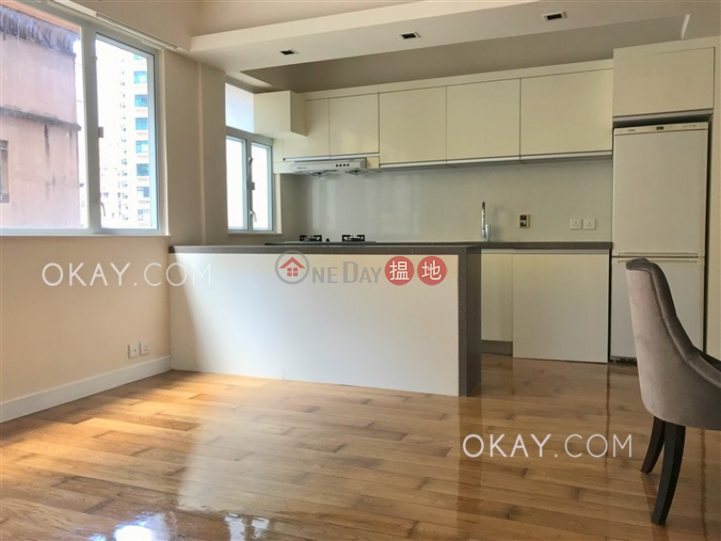 Intimate 2 bedroom in Mid-levels West | Rental | East Sun Mansion 宜新大廈 Rental Listings