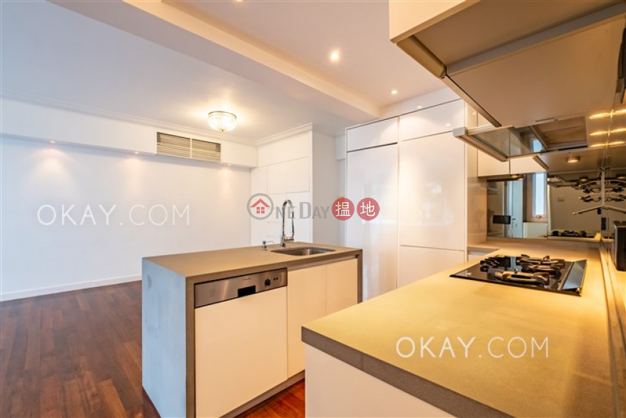 Tasteful 2 bedroom on high floor with parking | For Sale | Kam Fai Mansion 錦輝大廈 Sales Listings