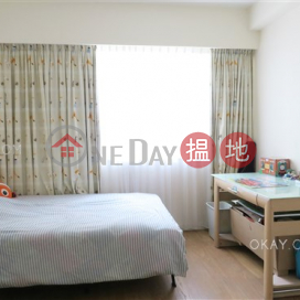 Efficient 5 bedroom with balcony & parking   For Sale