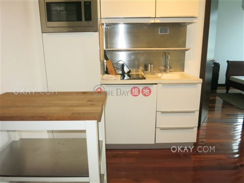 Lovely 1 bedroom in Wan Chai | Rental, J Residence 嘉薈軒 Rental Listings | Wan Chai District (OKAY-R85977)