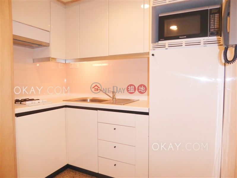 HK$ 31,000/ month Convention Plaza Apartments, Wan Chai District, Stylish 1 bedroom in Wan Chai | Rental