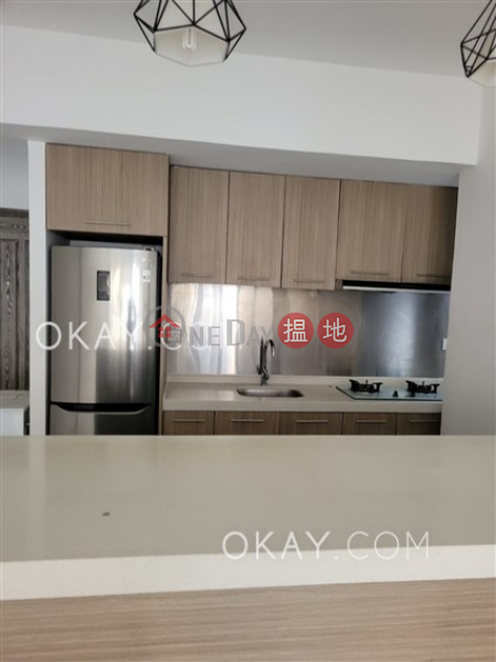 Luxurious 3 bedroom with parking | Rental | First Mansion 第一大廈 Rental Listings